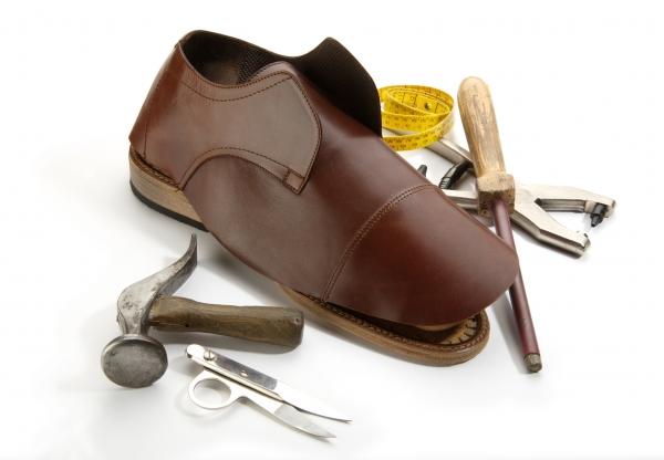 Ремонт мелких деталей обуви