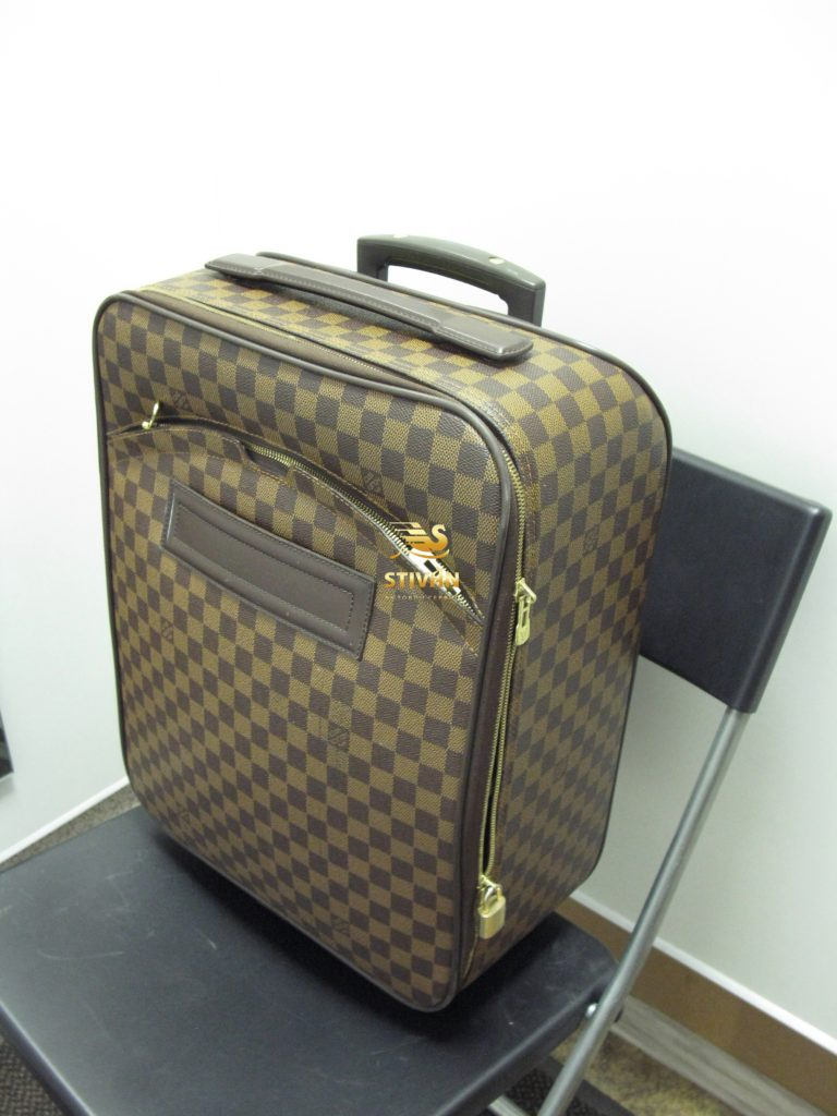 Замена бегунка молнии чемодана Луи Вуитон в Москве