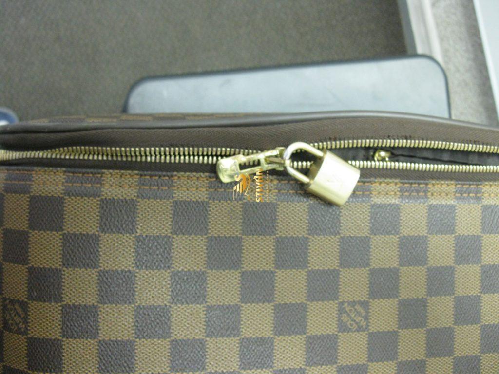 Ремонт молнии чемодана Louis Vuitton