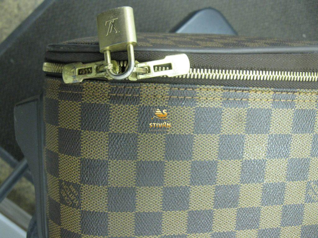 Замена бегунка основной молнии кожаного чемодана Louis Vuitton
